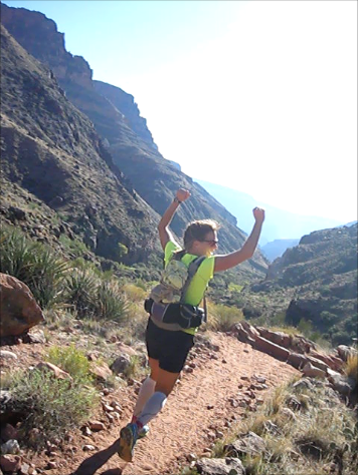 Jenni Hulburt running the grand canyon R2R2R